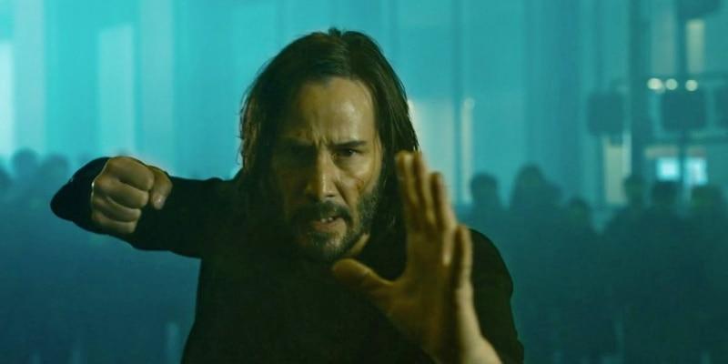 Warner por fin libera el primer avance completo de The Matrix Resurrections y nos deja terabytes de dudas en lugar de respuestas.