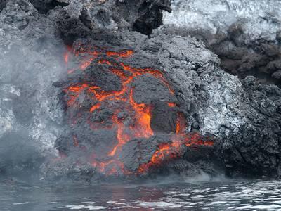 ¿Qué sucede cuando la lava de un volcán llega al mar?