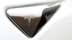 El uso del Autopilot disminuye la atención de los conductores de Tesla, según un estudio