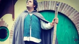 Fan de la saga Tolkien vive como un hobbit en la vida real