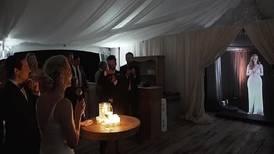 La comunicación Star Wars ha llegado: dama de honor recita el discurso en la boda de su mejor amiga a través de un holograma